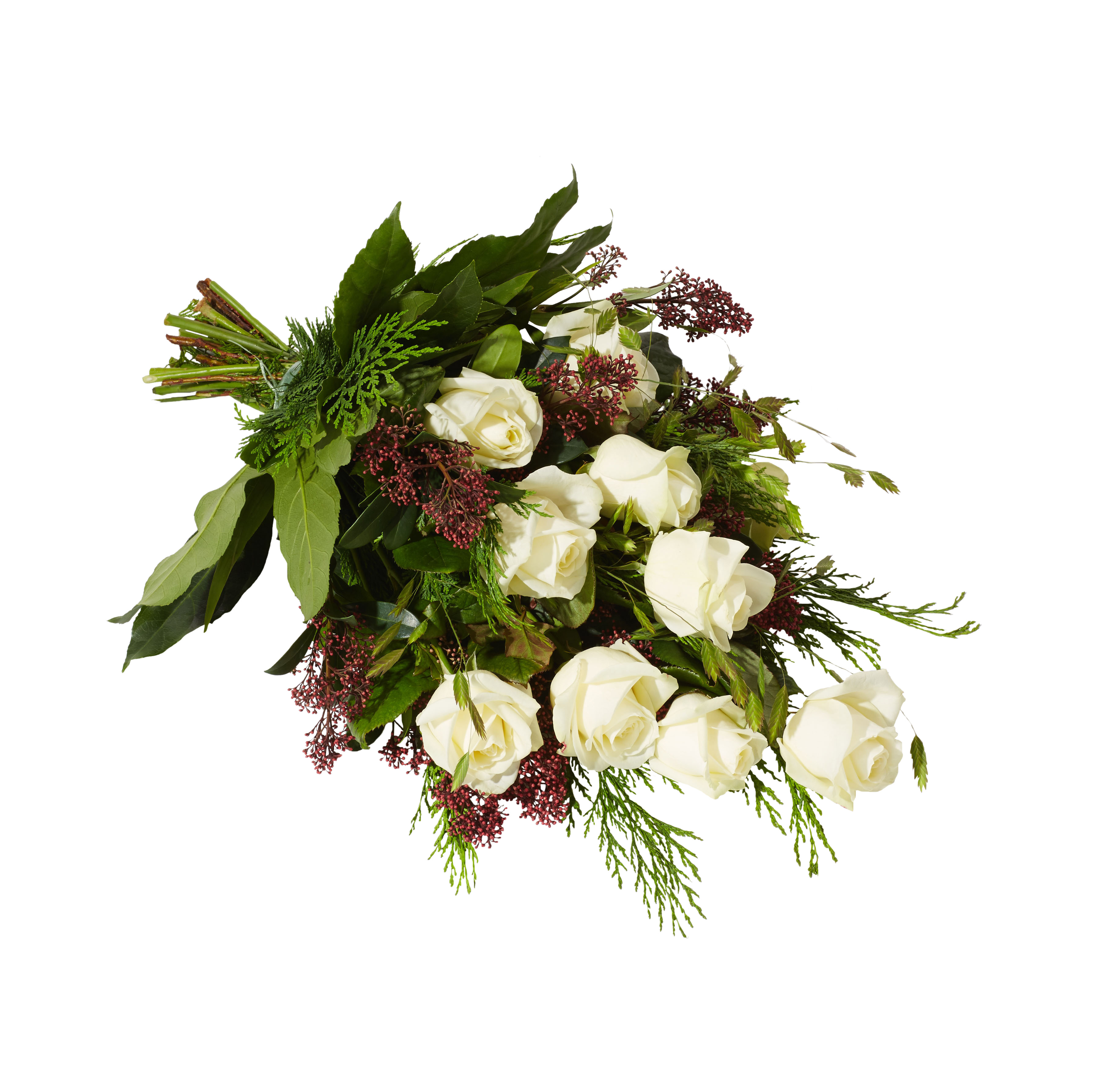 Traditionell och grön sorgbukett som är bunden med begravningsblommor i vitt och med inslag av rött. Buketten består till mestadels av vackra vita rosor.