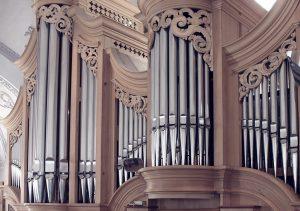 kristen-begravning-kyrklig-begravning-orgel-lavendla-begravningsbyra