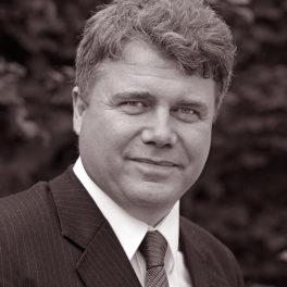 Lavendla Begravningsbyrå solist, Axel