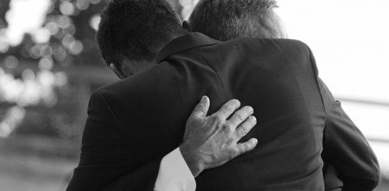 Begravningskramande Lavendla Begravningsbyrå Krama på begravning