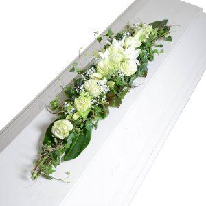 zahra kistdekoration begravningsblommor lavendla