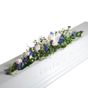 naima kistdekoration begravningsblommor lavendla