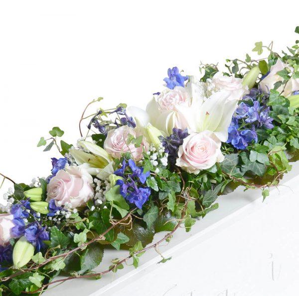 naima1 kistdekoration begravningsblommor lavendla