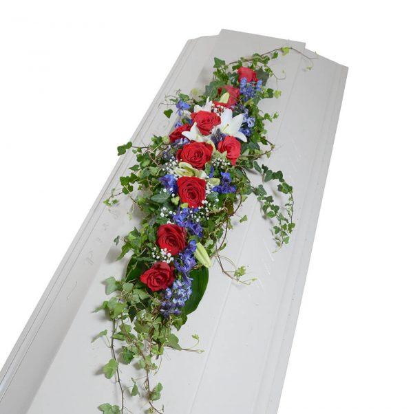 Fally2 kistdekoration begravningsblommor lavendla