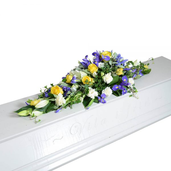 svevia kistdekorationer begravningsblommor lavendla