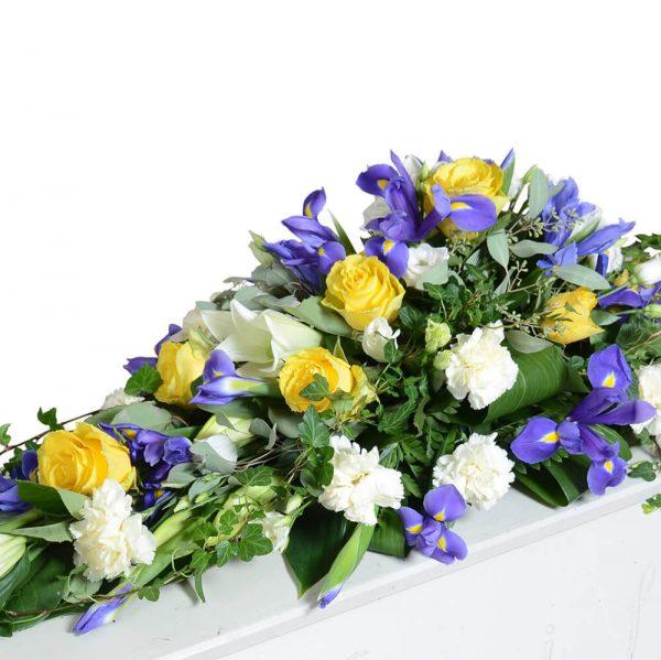 svevia1 kistdekorationer begravningsblommor lavendla