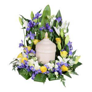 Arnos urndekoration begravningsblommor lavendla