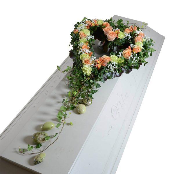 hjarteglans kistdekorationer begravningsblommor lavendla