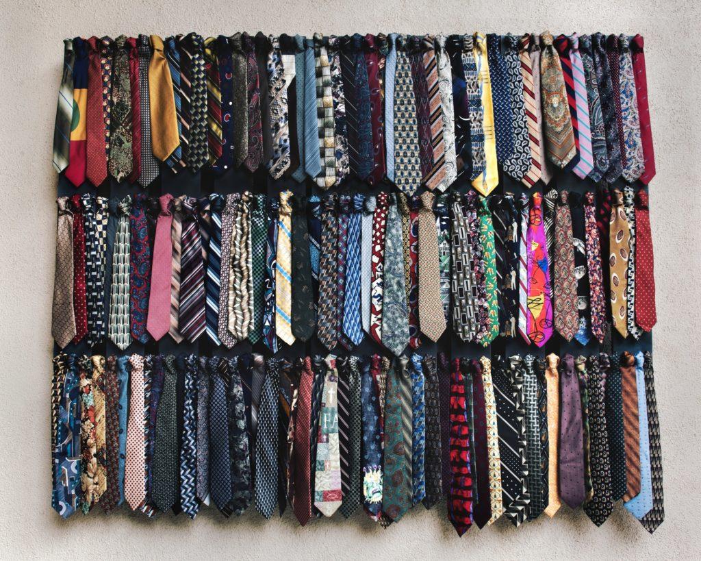 bära slips på begravning
